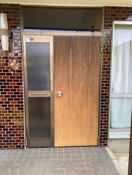 玄関ドアの取替工事です